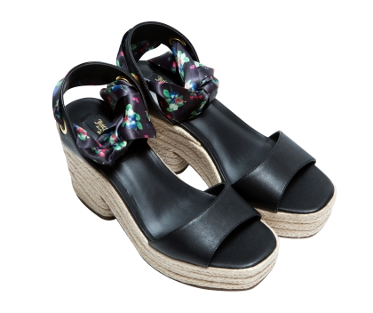 Juicy Couture Black leather chunky heel sandals